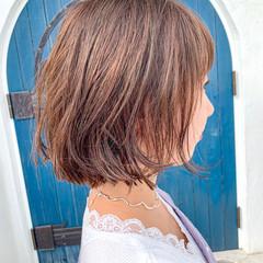 ピンクベージュ ショートヘア ナチュラル ボブ ヘアスタイルや髪型の写真・画像