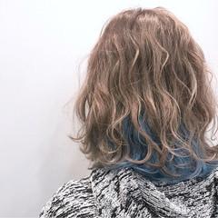 ゆるふわ インナーカラー ミディアム ストリート ヘアスタイルや髪型の写真・画像