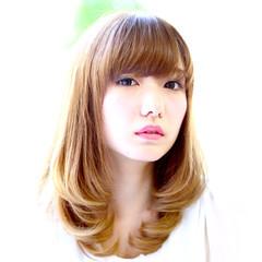 ミディアム パーマ ストレート ワンカール ヘアスタイルや髪型の写真・画像