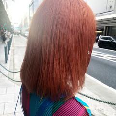 インナーカラーレッド ミディアム オレンジベージュ オレンジカラー ヘアスタイルや髪型の写真・画像