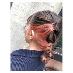セミロング インナーカラー 簡単ヘアアレンジ ベージュ ヘアスタイルや髪型の写真・画像