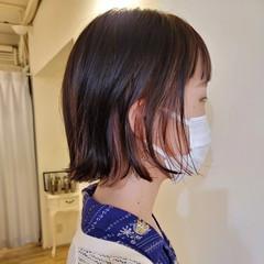 インナーカラー 切りっぱなしボブ デザインカラー ミニボブ ヘアスタイルや髪型の写真・画像