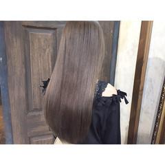 ナチュラル グレージュ 艶髪 ストレート ヘアスタイルや髪型の写真・画像