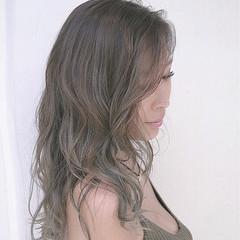 グラデーションカラー バレイヤージュ カーキアッシュ セミロング ヘアスタイルや髪型の写真・画像