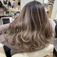 ロング バレイヤージュ エレガント ハイトーンカラー ヘアスタイルや髪型の写真・画像