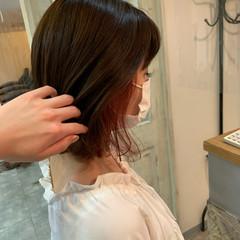 ピンクベージュ イルミナカラー インナーカラー ミニボブ ヘアスタイルや髪型の写真・画像