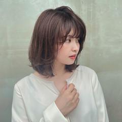 アッシュブラウン 透明感カラー 内巻き イルミナカラー ヘアスタイルや髪型の写真・画像