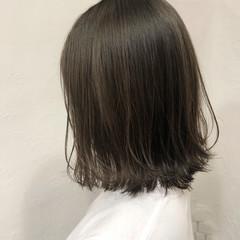 切りっぱなしボブ オリーブグレージュ 透明感カラー カーキ ヘアスタイルや髪型の写真・画像