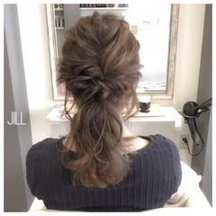 ヘアアレンジ グレージュ ローポニーテール フェミニン ヘアスタイルや髪型の写真・画像
