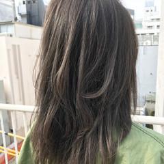 アッシュ セミロング レイヤーカット ナチュラル ヘアスタイルや髪型の写真・画像