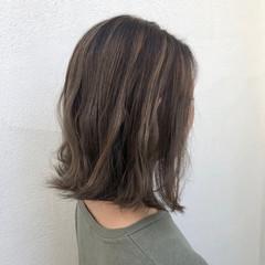 ミディアム コンサバ 切りっぱなし 大人ハイライト ヘアスタイルや髪型の写真・画像
