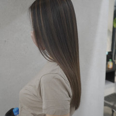 インナーカラー バレイヤージュ ナチュラル ミルクティーベージュ ヘアスタイルや髪型の写真・画像