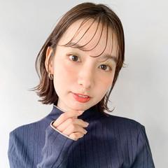 お団子アレンジ ゆるふわセット イヤリングカラーピンク インナーカラーグレージュ ヘアスタイルや髪型の写真・画像
