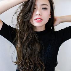 暗髪 外国人風 アッシュ パーマ ヘアスタイルや髪型の写真・画像