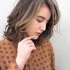 アンニュイほつれヘア ナチュラル ミディアム ミディアムレイヤー ヘアスタイルや髪型の写真・画像