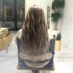 ロング 金髪 エクステ エレガント ヘアスタイルや髪型の写真・画像