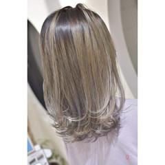ホワイトベージュ ホワイトブリーチ モード セミロング ヘアスタイルや髪型の写真・画像