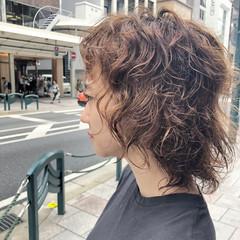 ミディアム ウルフパーマヘア モード ウルフカット ヘアスタイルや髪型の写真・画像