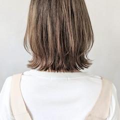 外ハネ ミディアムヘアー フェミニン ラフ ヘアスタイルや髪型の写真・画像