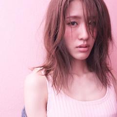 アッシュ ミルクティー ニュアンス フリンジバング ヘアスタイルや髪型の写真・画像
