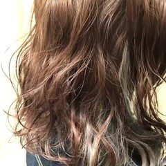 アッシュグレー セミロング ストリート ラベンダーアッシュ ヘアスタイルや髪型の写真・画像