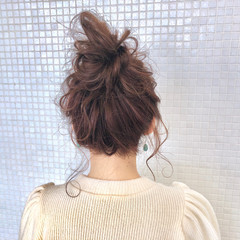 ガーリー お団子ヘア ロング 簡単ヘアアレンジ ヘアスタイルや髪型の写真・画像