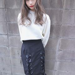 セミロング グレージュ 小顔 大人女子 ヘアスタイルや髪型の写真・画像