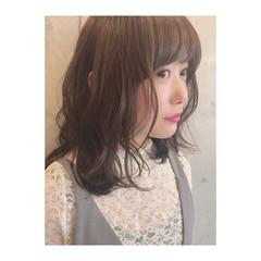 アンニュイ イルミナカラー ミディアム フェミニン ヘアスタイルや髪型の写真・画像
