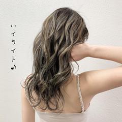 ミルクティーベージュ コントラストハイライト ロング ブリーチ ヘアスタイルや髪型の写真・画像