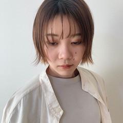 外ハネ インナーカラー シースルーバング ナチュラル ヘアスタイルや髪型の写真・画像