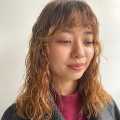 フェミニン お洒落 無造作パーマ ゆるふわパーマ ヘアスタイルや髪型の写真・画像