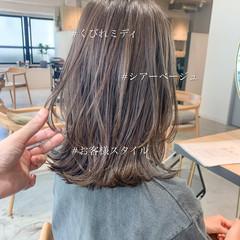 ミディアムレイヤー ミディアム こなれ感 アンニュイほつれヘア ヘアスタイルや髪型の写真・画像