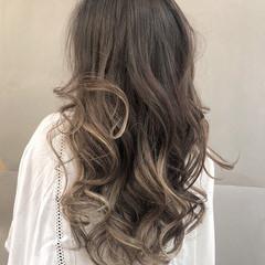 バレイヤージュ モード アウトドア デート ヘアスタイルや髪型の写真・画像