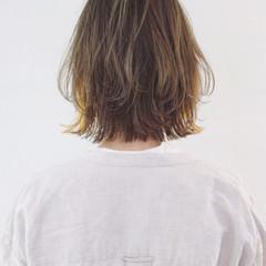 切りっぱなし インナーカラー グレージュ 外ハネ ヘアスタイルや髪型の写真・画像
