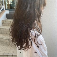 ロング オリーブベージュ ナチュラル モカブラウン ヘアスタイルや髪型の写真・画像