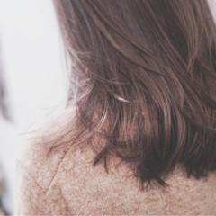 セミロング ナチュラル グレージュ アッシュ ヘアスタイルや髪型の写真・画像