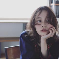 無造作 アンニュイ 暗髪 ミディアム ヘアスタイルや髪型の写真・画像