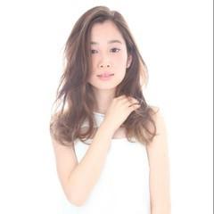 レイヤーカット ゆるふわ ハイライト 外国人風 ヘアスタイルや髪型の写真・画像