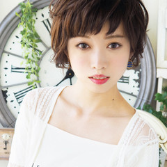 パーマ ショートバング アッシュ エレガント ヘアスタイルや髪型の写真・画像