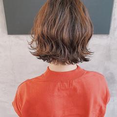ボブ ナチュラル 切りっぱなしボブ ナチュラルベージュ ヘアスタイルや髪型の写真・画像