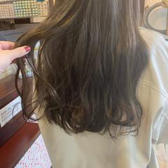 オリーブブラウン ロング オリーブベージュ オリーブカラー ヘアスタイルや髪型の写真・画像