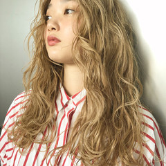 ホワイトブリーチ ナチュラル ヘアアレンジ セミロング ヘアスタイルや髪型の写真・画像