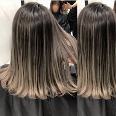 アッシュグレー エレガント ミディアム グラデーションカラー ヘアスタイルや髪型の写真・画像