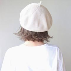 切りっぱなしボブ 前下がりボブ ミルクティーベージュ 外はね ヘアスタイルや髪型の写真・画像