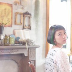 グリーン 前髪あり アッシュ イルミナカラー ヘアスタイルや髪型の写真・画像