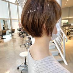 ショートヘア ナチュラル ショートボブ ベージュ ヘアスタイルや髪型の写真・画像