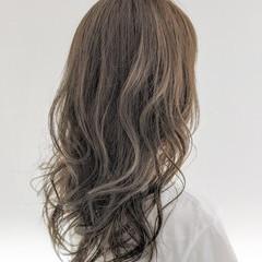 ダブルカラー グラデーションカラー セミロング ミルクティーベージュ ヘアスタイルや髪型の写真・画像