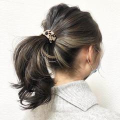 イヤリングカラー ポニーテール インナーカラー ポイントカラー ヘアスタイルや髪型の写真・画像