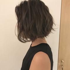 ショートボブ 秋 外ハネ リラックス ヘアスタイルや髪型の写真・画像