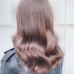 セミロング ベージュ ミルクティーベージュ ナチュラル ヘアスタイルや髪型の写真・画像
